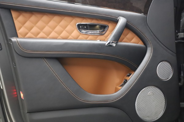 Used 2018 Bentley Bentayga W12 for sale $156,900 at Bugatti of Greenwich in Greenwich CT 06830 18