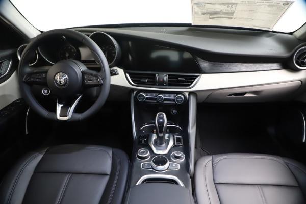 New 2021 Alfa Romeo Giulia Q4 for sale $45,140 at Bugatti of Greenwich in Greenwich CT 06830 15