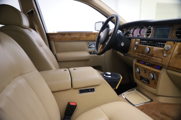 Used 2006 Rolls-Royce Phantom for sale $109,900 at Bugatti of Greenwich in Greenwich CT 06830 21