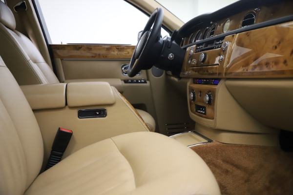 Used 2006 Rolls-Royce Phantom for sale $109,900 at Bugatti of Greenwich in Greenwich CT 06830 24