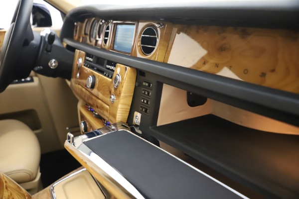 Used 2006 Rolls-Royce Phantom for sale $109,900 at Bugatti of Greenwich in Greenwich CT 06830 28