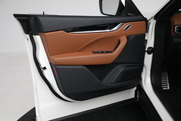 New 2021 Maserati Levante Q4 for sale $85,625 at Bugatti of Greenwich in Greenwich CT 06830 17