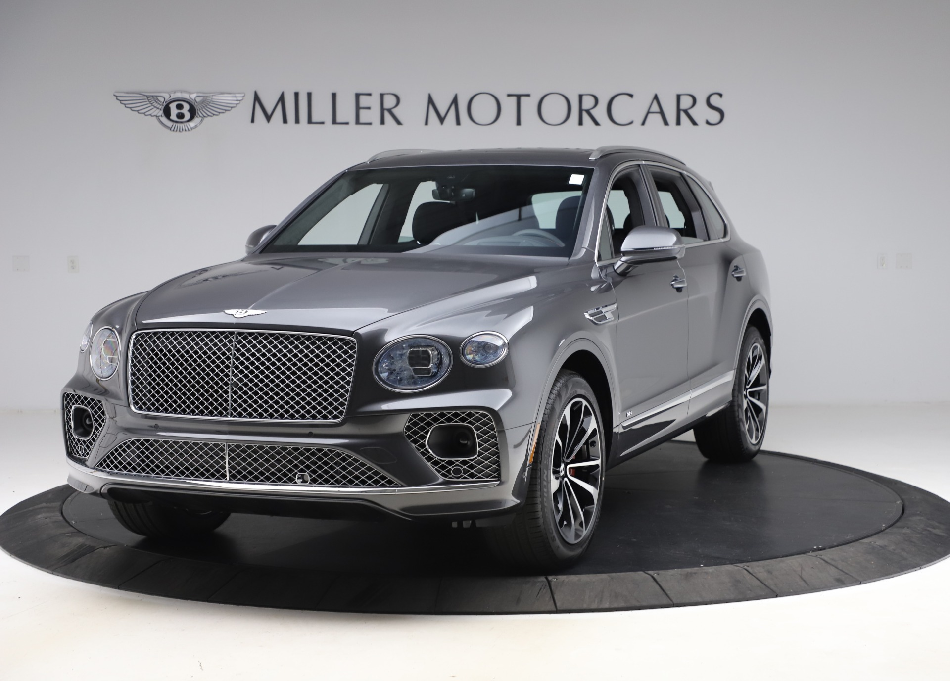 New 2021 Bentley Bentayga V8 for sale $213,720 at Bugatti of Greenwich in Greenwich CT 06830 1