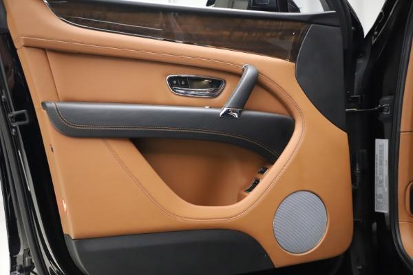 Used 2018 Bentley Bentayga Onyx Edition for sale $144,900 at Bugatti of Greenwich in Greenwich CT 06830 11