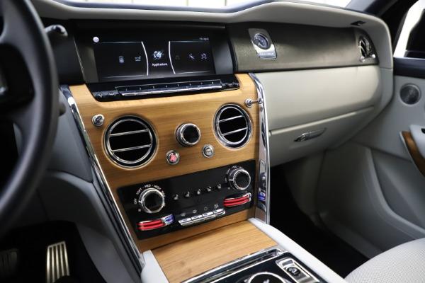 Used 2019 Rolls-Royce Cullinan for sale $349,900 at Bugatti of Greenwich in Greenwich CT 06830 28