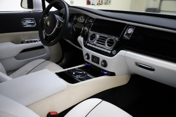 Used 2014 Rolls-Royce Wraith for sale Sold at Bugatti of Greenwich in Greenwich CT 06830 16