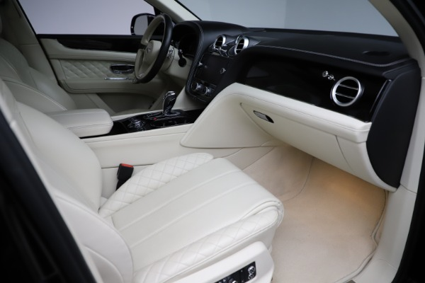 Used 2018 Bentley Bentayga W12 Signature for sale $149,900 at Bugatti of Greenwich in Greenwich CT 06830 26