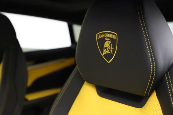Used 2019 Lamborghini Urus for sale $249,900 at Bugatti of Greenwich in Greenwich CT 06830 17