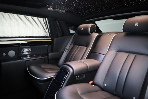 Used 2015 Rolls-Royce Phantom EWB for sale $299,900 at Bugatti of Greenwich in Greenwich CT 06830 14