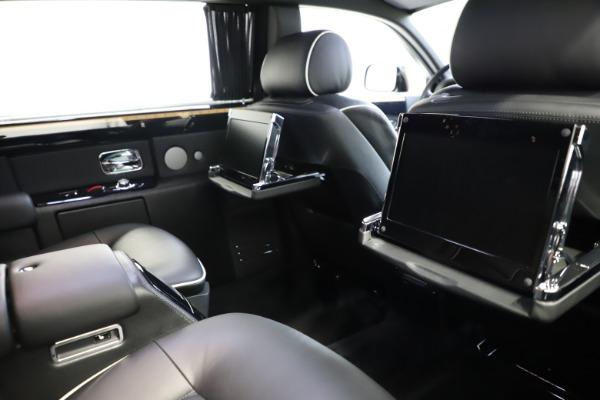 Used 2015 Rolls-Royce Phantom EWB for sale $299,900 at Bugatti of Greenwich in Greenwich CT 06830 17