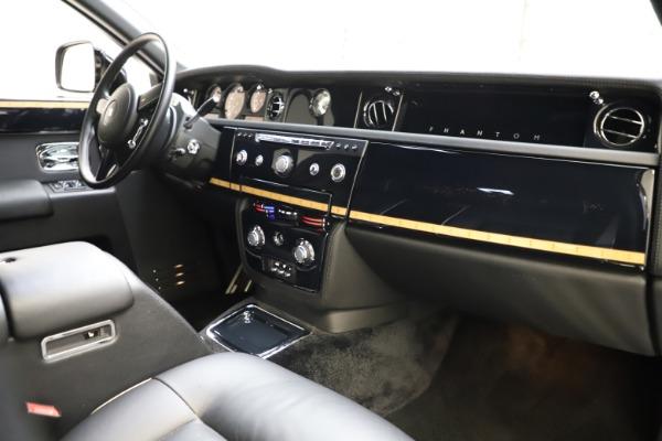 Used 2015 Rolls-Royce Phantom EWB for sale $299,900 at Bugatti of Greenwich in Greenwich CT 06830 22