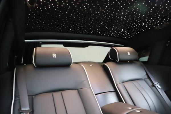 Used 2015 Rolls-Royce Phantom EWB for sale $299,900 at Bugatti of Greenwich in Greenwich CT 06830 25