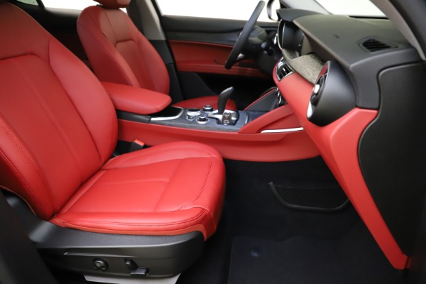 New 2021 Alfa Romeo Stelvio Q4 for sale $48,050 at Bugatti of Greenwich in Greenwich CT 06830 24