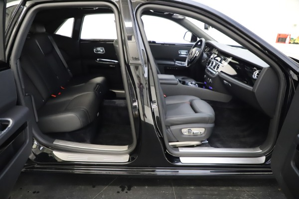 Used 2016 Rolls-Royce Ghost for sale $165,900 at Bugatti of Greenwich in Greenwich CT 06830 21