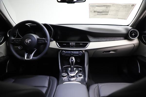 New 2021 Alfa Romeo Giulia Q4 for sale $46,895 at Bugatti of Greenwich in Greenwich CT 06830 16