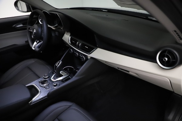 New 2021 Alfa Romeo Giulia Q4 for sale $46,895 at Bugatti of Greenwich in Greenwich CT 06830 22
