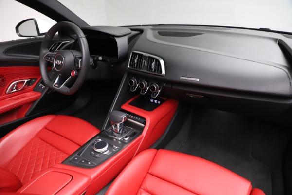 Used 2018 Audi R8 Spyder for sale $154,900 at Bugatti of Greenwich in Greenwich CT 06830 25