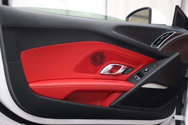 Used 2018 Audi R8 Spyder for sale $154,900 at Bugatti of Greenwich in Greenwich CT 06830 28