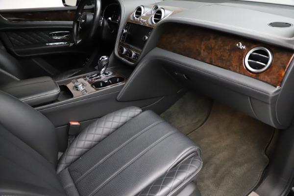 Used 2018 Bentley Bentayga W12 Signature for sale $153,900 at Bugatti of Greenwich in Greenwich CT 06830 25