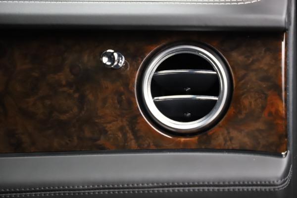 Used 2018 Bentley Bentayga W12 Signature for sale $153,900 at Bugatti of Greenwich in Greenwich CT 06830 26