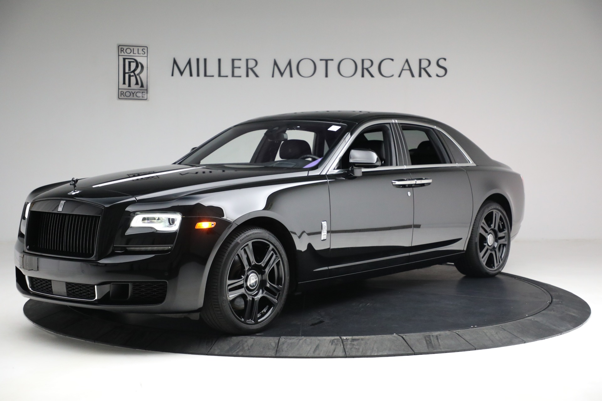 Used 2018 Rolls-Royce Ghost for sale $249,900 at Bugatti of Greenwich in Greenwich CT 06830 1