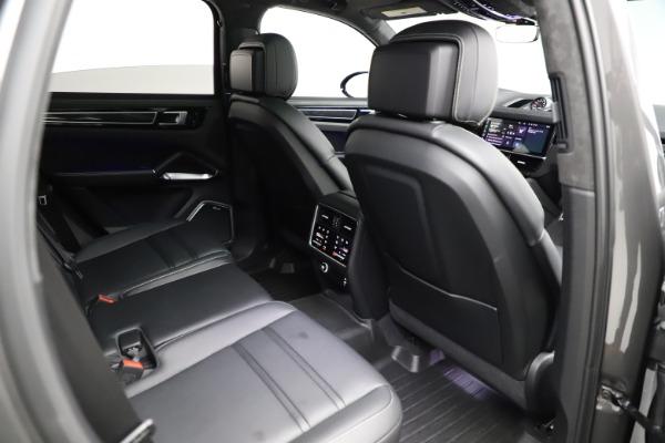 Used 2020 Porsche Cayenne Turbo for sale $145,900 at Bugatti of Greenwich in Greenwich CT 06830 25