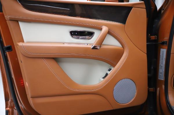 Used 2018 Bentley Bentayga Onyx Edition for sale $149,900 at Bugatti of Greenwich in Greenwich CT 06830 16