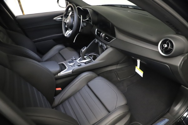 New 2021 Alfa Romeo Giulia Ti Sport Q4 for sale $53,750 at Bugatti of Greenwich in Greenwich CT 06830 21
