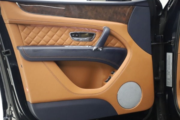Used 2018 Bentley Bentayga W12 Signature for sale $149,900 at Bugatti of Greenwich in Greenwich CT 06830 16