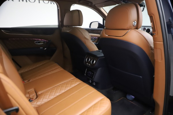 Used 2018 Bentley Bentayga W12 Signature for sale $149,900 at Bugatti of Greenwich in Greenwich CT 06830 28