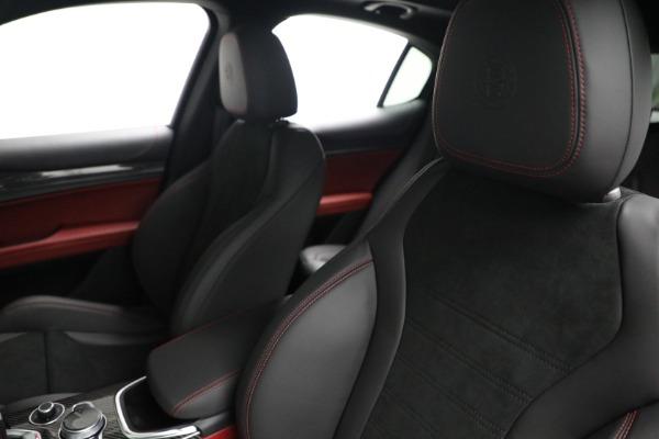 New 2021 Alfa Romeo Stelvio Quadrifoglio for sale $88,550 at Bugatti of Greenwich in Greenwich CT 06830 15