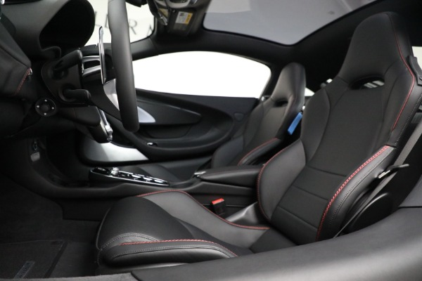 New 2021 McLaren GT Luxe for sale $217,275 at Bugatti of Greenwich in Greenwich CT 06830 20
