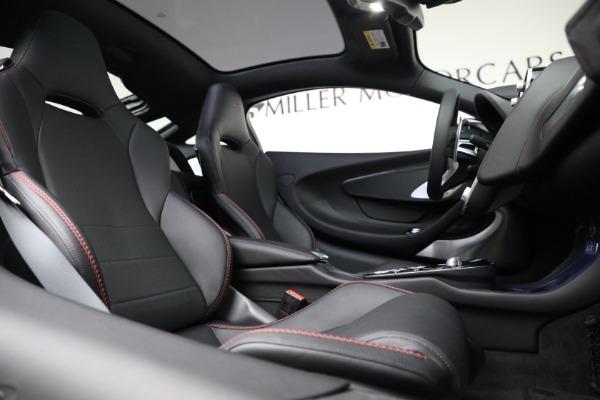 New 2021 McLaren GT for sale $217,275 at Bugatti of Greenwich in Greenwich CT 06830 23