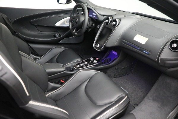 New 2021 McLaren GT Luxe for sale $217,205 at Bugatti of Greenwich in Greenwich CT 06830 21