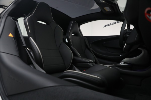 New 2021 McLaren GT Luxe for sale $217,205 at Bugatti of Greenwich in Greenwich CT 06830 23