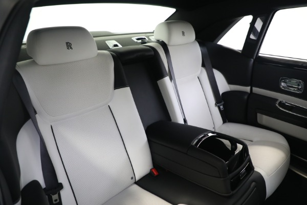 Used 2017 Rolls-Royce Ghost for sale $219,900 at Bugatti of Greenwich in Greenwich CT 06830 16