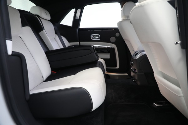 Used 2017 Rolls-Royce Ghost for sale $219,900 at Bugatti of Greenwich in Greenwich CT 06830 24
