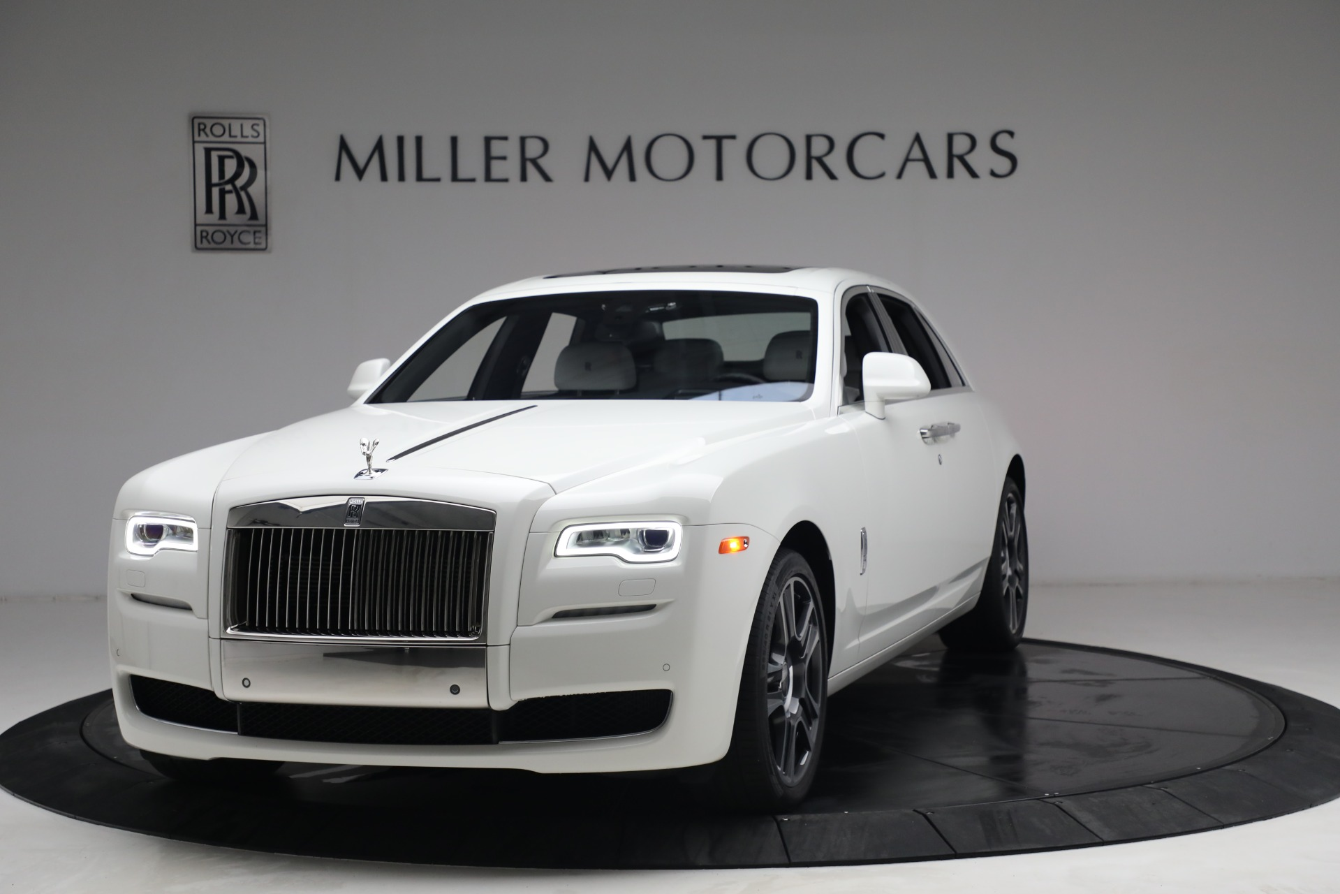 Used 2017 Rolls-Royce Ghost for sale $219,900 at Bugatti of Greenwich in Greenwich CT 06830 1