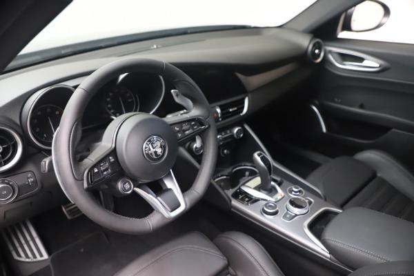 New 2022 Alfa Romeo Giulia Veloce for sale $52,845 at Bugatti of Greenwich in Greenwich CT 06830 13