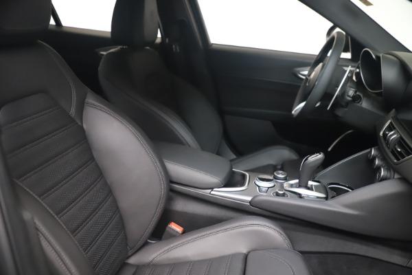New 2022 Alfa Romeo Giulia Veloce for sale $52,845 at Bugatti of Greenwich in Greenwich CT 06830 19