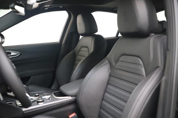 New 2022 Alfa Romeo Giulia Veloce for sale $52,045 at Bugatti of Greenwich in Greenwich CT 06830 15