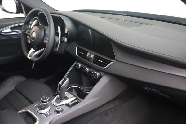 New 2022 Alfa Romeo Giulia Veloce for sale $52,045 at Bugatti of Greenwich in Greenwich CT 06830 17