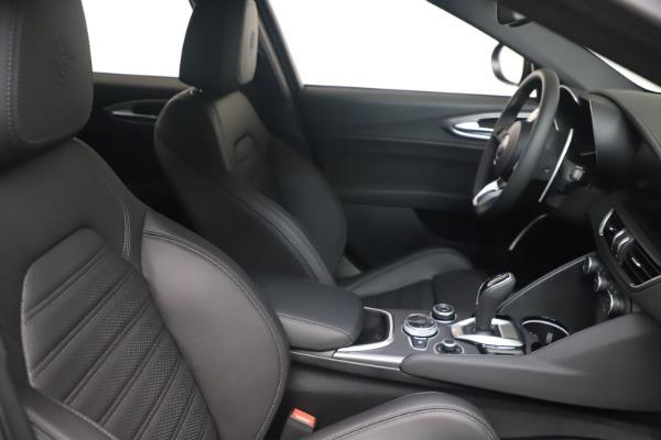 New 2022 Alfa Romeo Giulia Veloce for sale $52,045 at Bugatti of Greenwich in Greenwich CT 06830 18