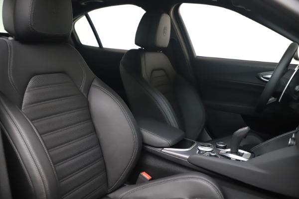 New 2022 Alfa Romeo Giulia Veloce for sale $52,045 at Bugatti of Greenwich in Greenwich CT 06830 19