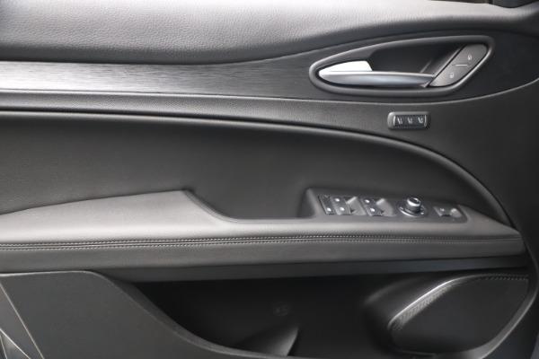 New 2022 Alfa Romeo Stelvio Sprint for sale $52,305 at Bugatti of Greenwich in Greenwich CT 06830 16