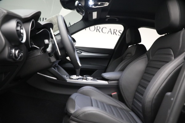 New 2022 Alfa Romeo Stelvio Veloce for sale $56,955 at Bugatti of Greenwich in Greenwich CT 06830 14