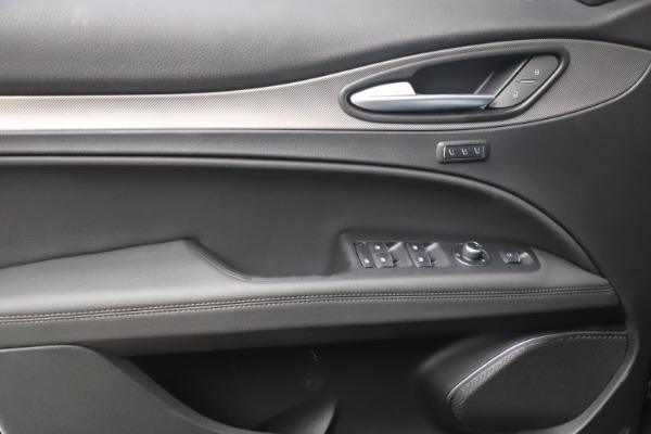 New 2022 Alfa Romeo Stelvio Veloce for sale $55,155 at Bugatti of Greenwich in Greenwich CT 06830 16
