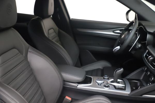 New 2022 Alfa Romeo Stelvio Veloce for sale $55,155 at Bugatti of Greenwich in Greenwich CT 06830 19