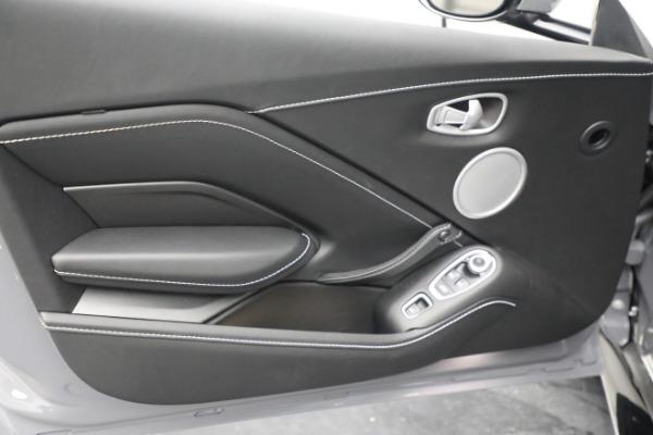 New 2021 Aston Martin Vantage Roadster for sale $180,286 at Bugatti of Greenwich in Greenwich CT 06830 16