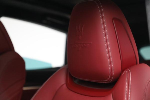 New 2022 Maserati Levante Trofeo for sale $155,045 at Bugatti of Greenwich in Greenwich CT 06830 16